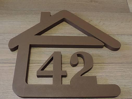 súpisné číslo na dom v tvare domčeka - 2 číslice - farba hnedá