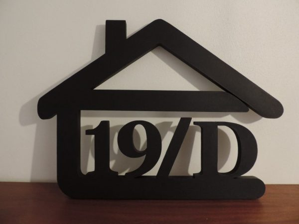 súpisné číslo na dom v tvare domčeka - 4 číslice - farba čierna
