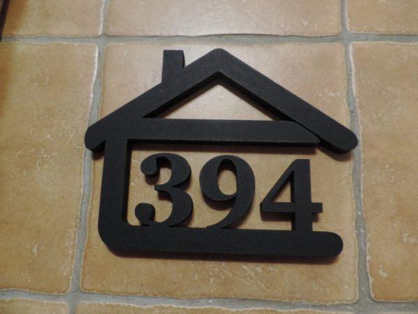 súpisné číslo na dom v tvare domčeka - 3 číslice - čiarna