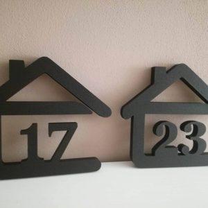 súpisné číslo na dom v tvare domčeka - 2 číslice - farba čierna