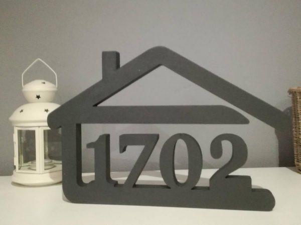 súpisné číslo na dom v tvare domčeka - 4 číslice - farba sivá