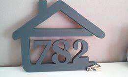 súpisné číslo na dom v tvare domčeka - 3 číslice - sivá
