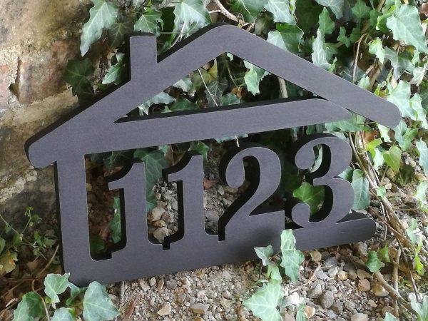 súpisné číslo na dom v tvare domčeka - 4 číslice - farba palysander palysander