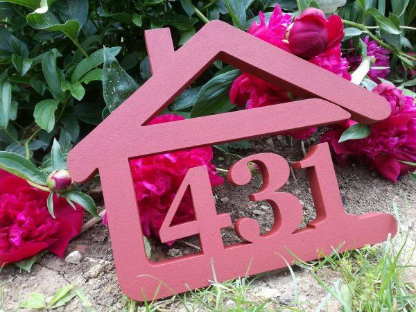 súpisné číslo na dom v tvare domčeka - 3 číslice - červená