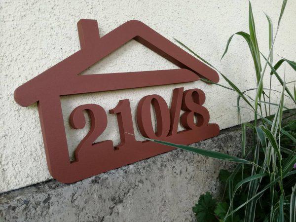 súpisné číslo na dom v tvare domčeka - 5 číslic - hneda stredna