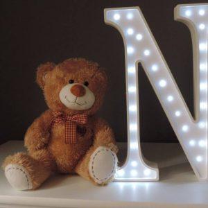 LED lampa v tvare písmena N, farba biela