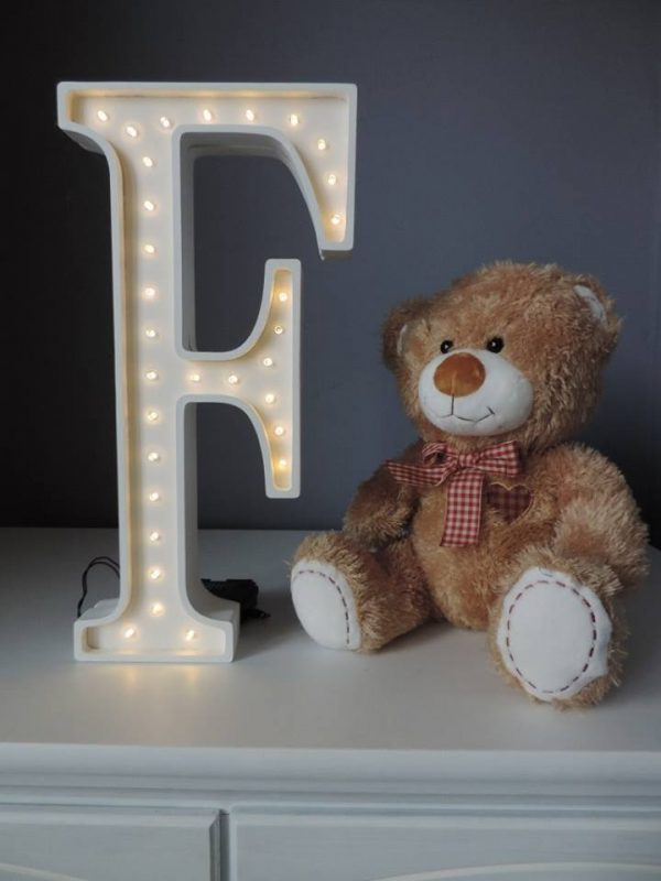 LED lampa v tvare písmena F, farba biela