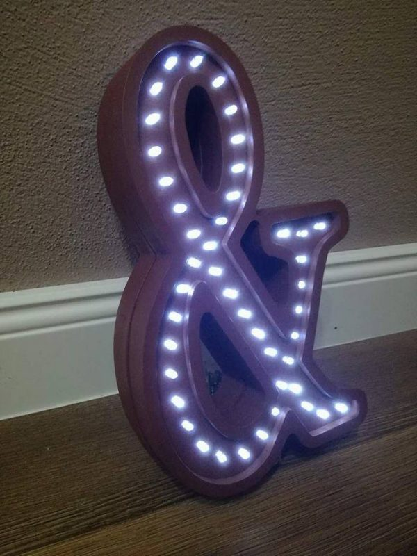 LED lampa v tvare písmena &, farba hnedá
