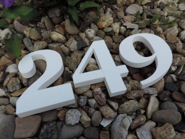 súpisné číslo na dom Georgoa Bold, farba biela