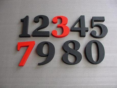 súpisné číslo na dom Georgoa Bold, čierna a červená
