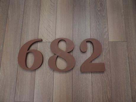 súpisné číslo na dom Georgoa Bold, stredne hnedá