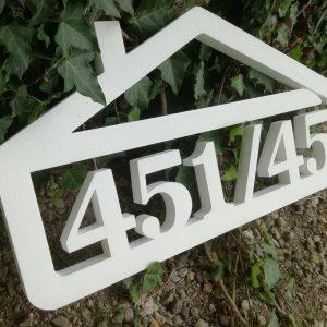 súpisné číslo na dom v tvare domčeka - 6 číslic - farba biela