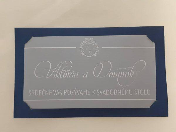 menovka na stôl Viktória a Dominik, modrý podklad, priehladné a biela tlač