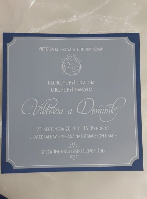 Svadobné oznémenia, Viktória a Dominik, modrý podklad, priehladné a biela tlač
