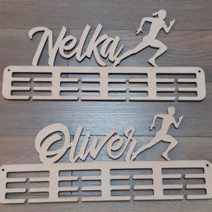 Držiak na medalie prírodný Bežec Oliver Bežkyňa Nelka