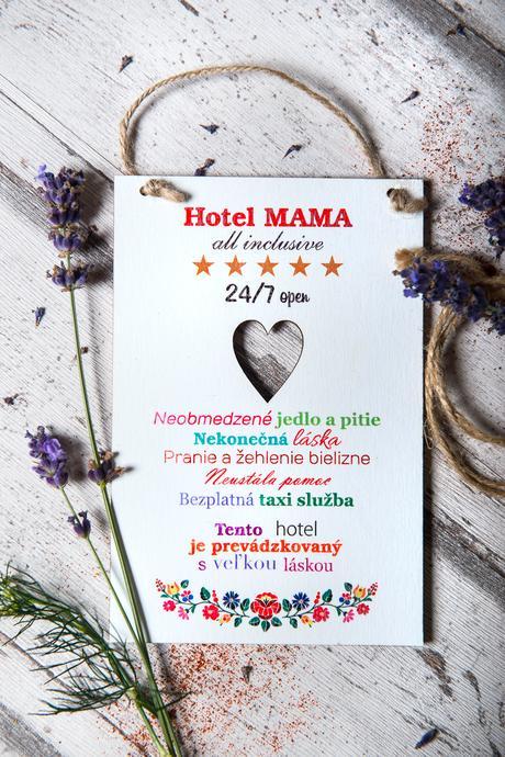 Tabuľka Hotel MAMA veselé farby folk motýv