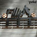 Vešiak na medaily pre športovcov futbal čierna farba Filip