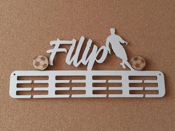Vešiak na medaily pre športovcov futbal biela farba Filip