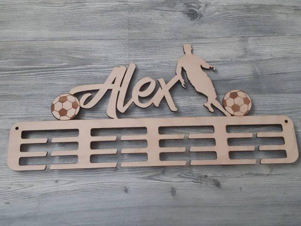 Vešiak na medaily pre športovcov futbal prírodná natúr farba Alex