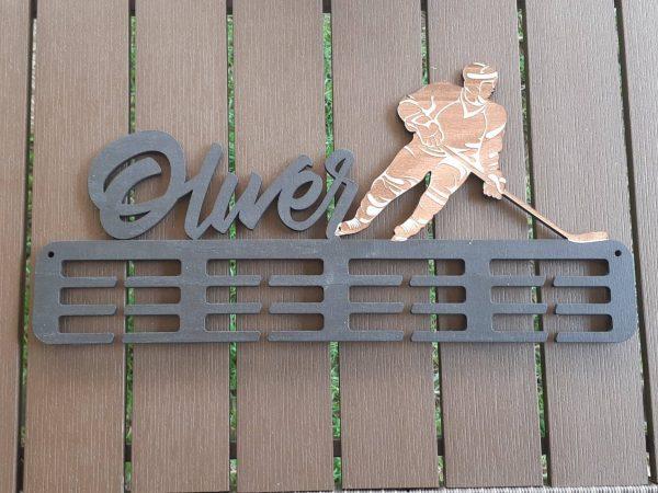 Vešiak na medaile hokejista Sivý Oliver