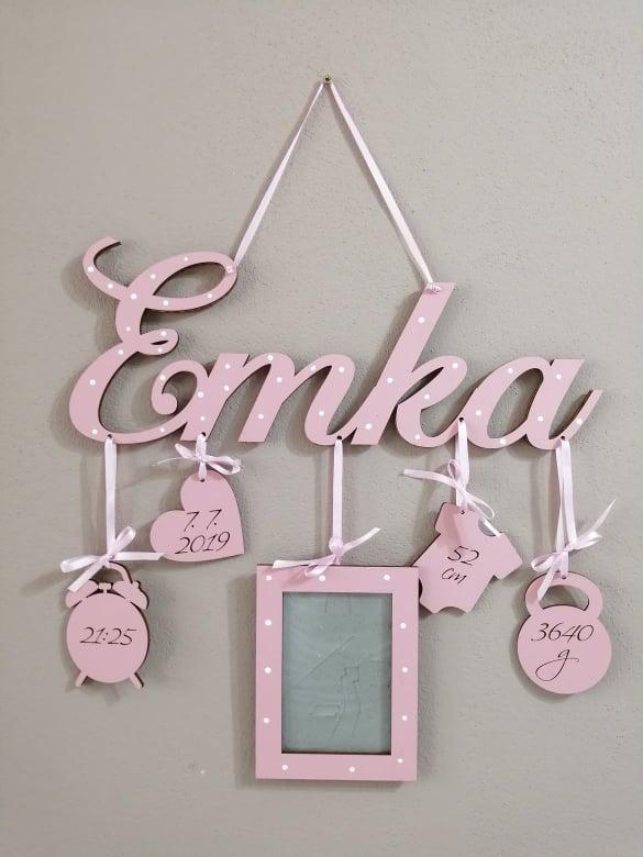 detské meno s údajmi o narodení s fotoramikom Emka