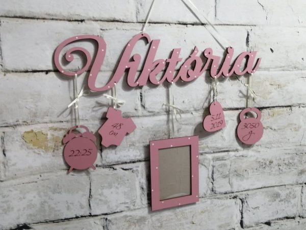 Detské meno s údajmi o narodení Viktória, ružová