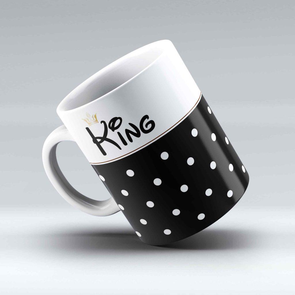 bodkovaná šálka s nápisom King a korunka, čierna