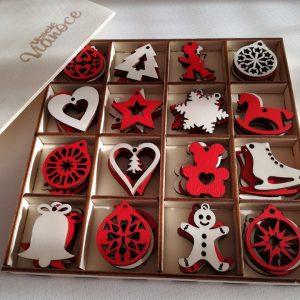 Vianočné ozdoby v krabičke červené a prírodné drevo