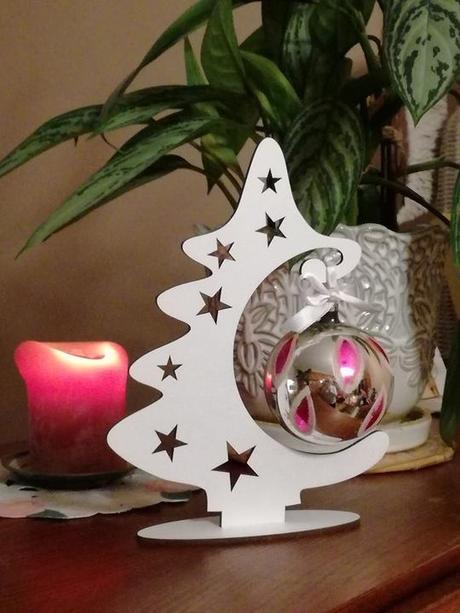 Vianočný stromček s guľou
