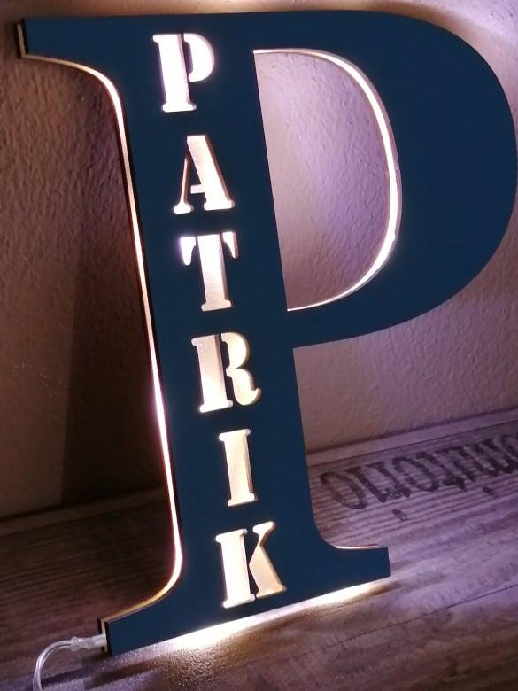 LED písmenko s menom, farba stredne modrá, Patrik
