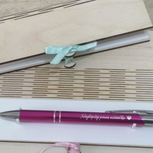 Drevená darčeková krabica na kovové guľôčkové pero